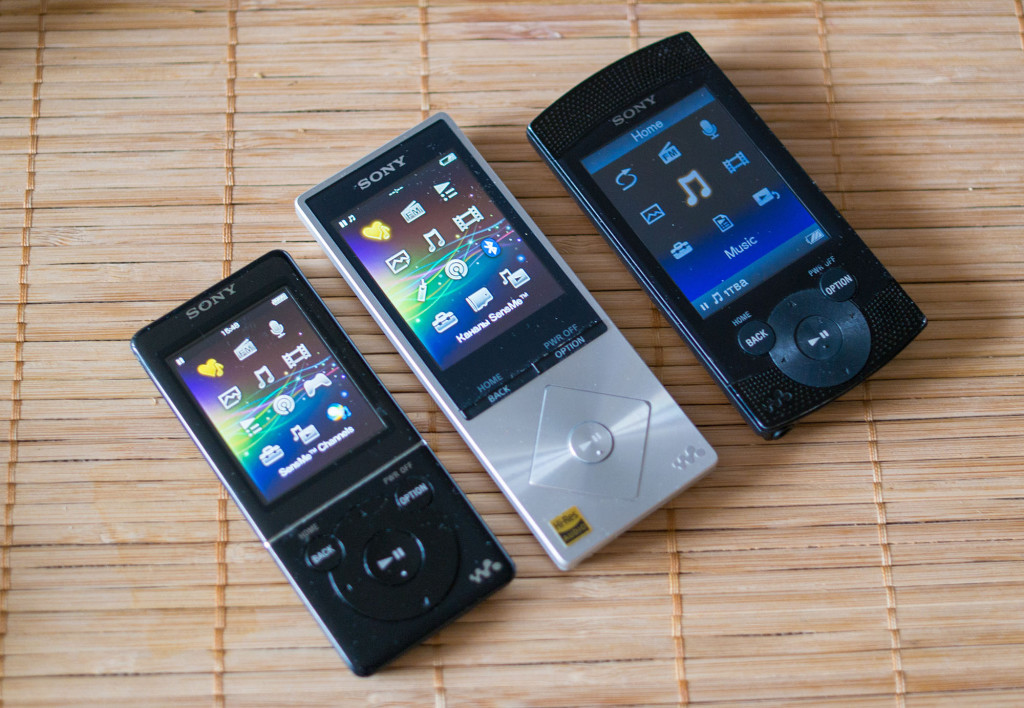 Сравнение размеров: Sony e745, Sony A15, Sony S544